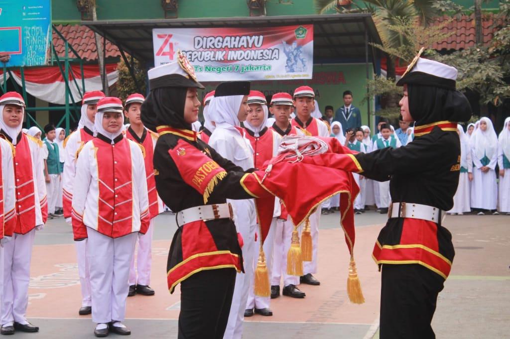 Pasukan Pengibar Bendera (PASKIBRA)